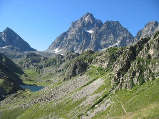 CROSS-BORDER<BR/>Around the Viso with ascent to the Monte Viso<BR/>Trekking between Italy & France