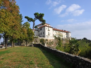 Alta Via of the Morainic Amphitheatre of Ivrea<br/>E-bike tour amidst lakes, wines and castles