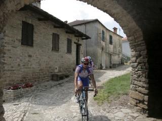 La via delle case di pietra